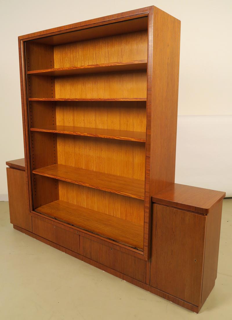 Zwei wunderschöne Bauhaus Bücherschränke - Katanga Antik Kolosseum